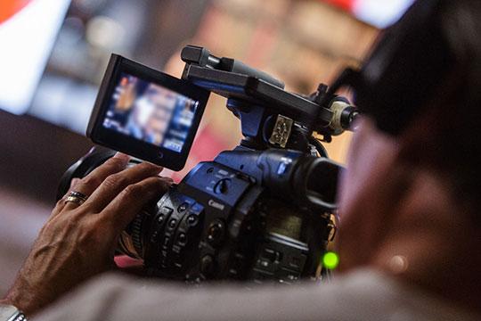 Профессионалы из мира кино считают, что новые интерактивные технологии вряд ли могут заменить традиционные фильмы