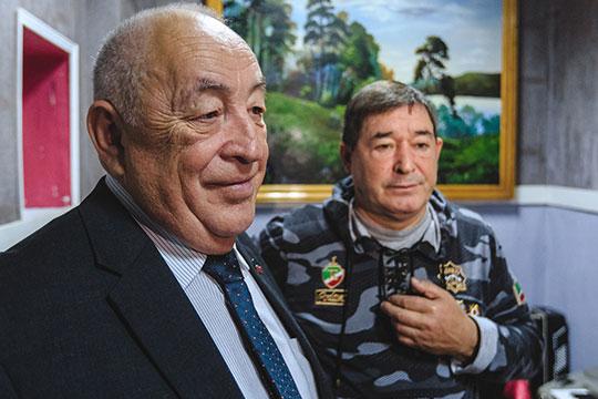 Салават Фатхетдиновв импровизитрованной гримерке общался с генералом милиции, а ныне депутатом Госсовета РТРафилом Нугумановым