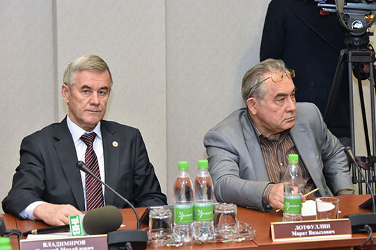 Марат Лотфуллин(справа):«ВЧистополе вообще нет ничего татарского, несмотря нато, что район чисто татарский! Это как будто инеТатарстан вовсе»,