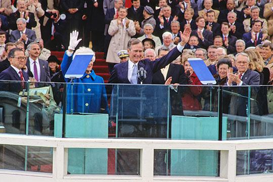 «Россию отполного банкротства спас великий американский народ, который невыбрал навторой срок Джорджа-Буша старшего»