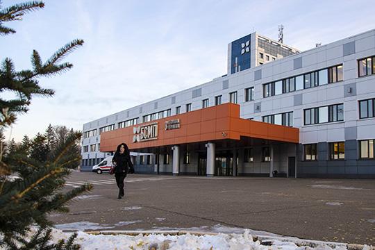 Согласно материалам дела, виюле 2013 года вБСМП был доставлен 49-летний челнинец.Поверсии следствия, врач-нейрохирург Сабиров незаметил упациента перелома черепа