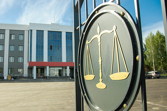 Сабиров требует отгосударства компенсацию морального вреда всумме 700тыс. рублей иматериального вреда ввиде услуг адвоката ипроведения экспертизы всумме 155тыс. рублей