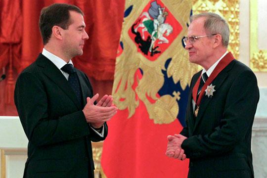Вдень Конституции Дмитрий Медведев, адоэтого председатель Конституционного суда Валерий Зорькин объявили овозможности точечных изменений восновной закон