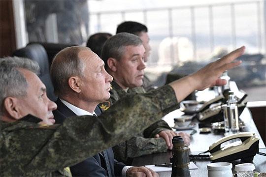 «Граждане видят, что Путин увлечен внешней повесткой, ему вкайф, акак только начинает говорить овнутренней, онскучнеет, ему неинтересно»