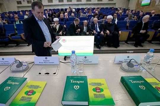 Российская сторона неустает повторять, что кириллический алфавит «традиционно иобоснованно» напротяжении десятилетий используется вписьменностях народов страны