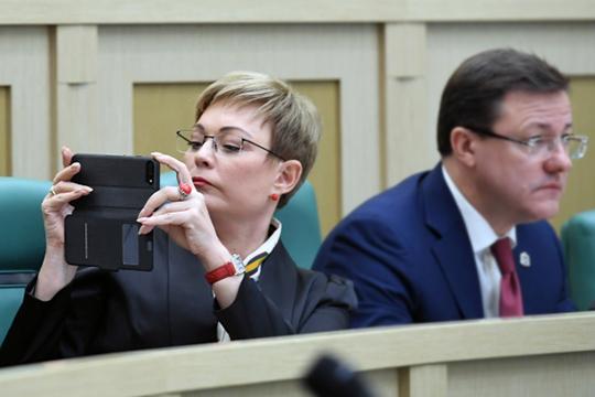 Возможно, отставка Сафонова иКельбаха— это расчистка федеральных кресел под февральский «губернаторопад», в ходе которого своего поста может лишиться Марина Ковтун