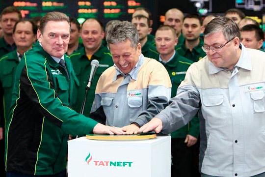 По словам гендиректора «Татнефти» Наиля Маганова (в центре), ежесуточно планируется выпуск до 3 тыс. тонн качественного топлива, соответствующего стандарту «Евро-5»