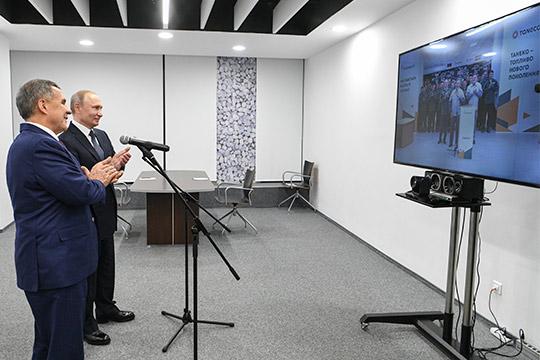 Во время визита в Татарстан Владимир Путин по видеосвязи дал официальный старт новому производству бензинов на «Танеко»