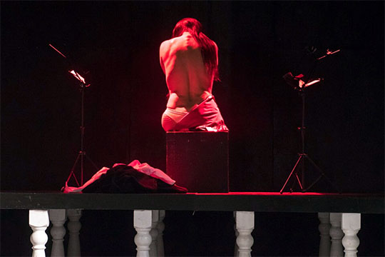 Играют этот спектакль редко — Мустаева считает, что злоупотреблять им не стоит, иначе артисты могут перегореть