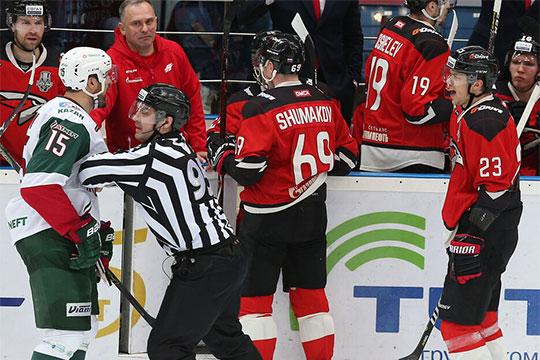 Видимо, не понравился лишний выпендрёж Шумакова капитану «Ак Барса» Александру Свитову, который полез на соперника и получил дисциплинарный штраф