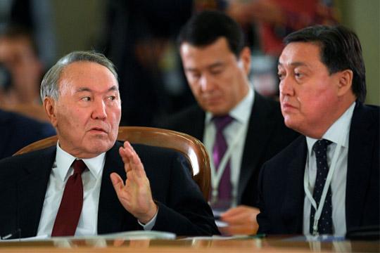 Нурсултан Назарбаев иАскар Мамин (справа)