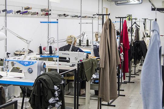 «Мыобновляем коллекции каждую неделю, асобственное производство позволяет быстро реагировать— назапросы, тенденции, желания потребителей»