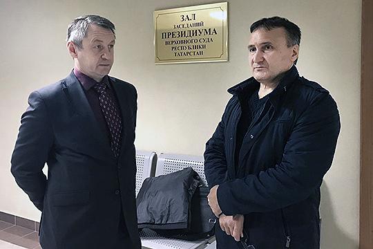 После задержания иарестов его адвокаты— натот моментИгорь ГатауллиниМарсель Тимаев— заявляли нашему изданию, чтоМахмутова преследуют заблагие дела