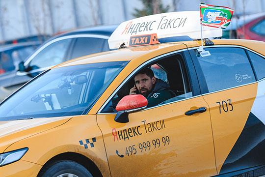 Накануне «Ак Барс» и «Яндекс.Такси» провели совместную промо-акцию — на дороги Казани выехали 20 желтых Tayota Camry с хоккеистами-таксистами за рулем