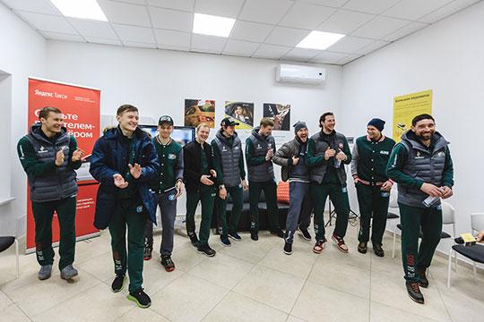«Ак Барс» великолепно закрыл сезон в прошлую пятницу, провел сейчас самую мощную акцию среди всех клубов КХЛ, а в ближайшие дни отправится на товарищеские матчи в несколько городов Татарстана