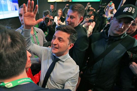 «Зеленский дает понять, что готов искать компромисс поДонбассу, при этом приговаривает, что незасчет национальных интересов Украины»