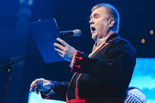 Одним из ярких номеров вечера стало исполнение башкирской народной песни «Эскадрон» на татарском языке эстонским оперным певцом Алларом Хааком