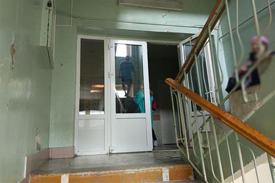 Вбольнице Нижнекамска – мрачная картина. Покоридорам здесь итам ходят родственники, делясь тревожными новостями сродными потелефону