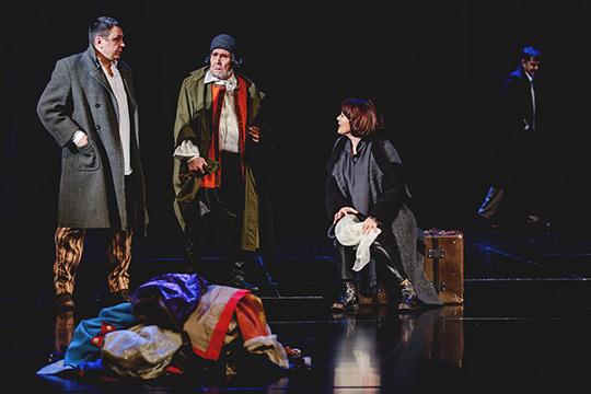 Трио звезд Камаловского театра—Люция Хамитова,Радик Бариев (на заднем плане),Искандер Хайруллин (слева)
