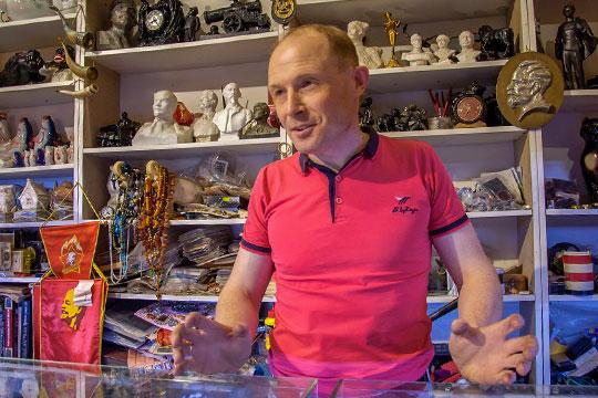 «Бывает, человек случайно кнам зайдет иоставит около 100 тысяч рублей»