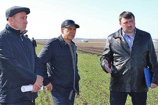 В 2016 году глава Кайбицкого района Альберт Рахматуллин (справа) был в шаге от того, чтобы возглавить минсельхоз РТ. Как говорят наши эксперты, Марат Готович болезненно перенес слухи, что его кресло «уезжает» к Рахматуллину