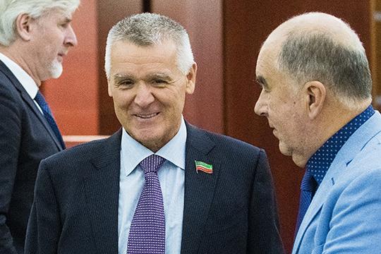 Ринату Ханбикову не до политики. Сегодня на заслуженного газовика РТ, построившего АО «Аммоний», владельца 46,5% акций данной компании идет серьезное давление