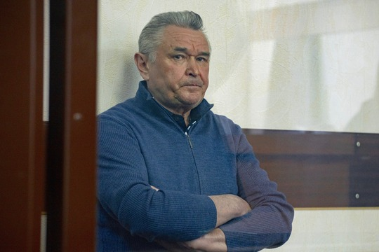 Касымов своей вины непризнает идо22июня находится под домашним арестом, носовершенноочевидно, что избирательная кампания пройдет мимо народного избранника
