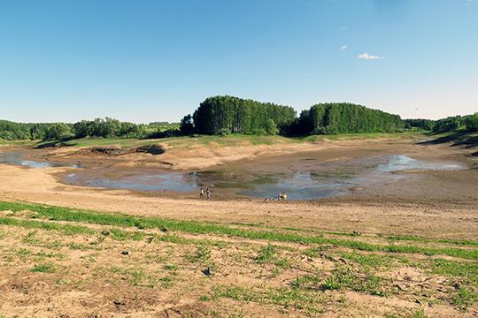 Уже не первый день туристы обмениваются озабоченными сообщениями в Интернете — практически полностью пересохло озеро Чебакса