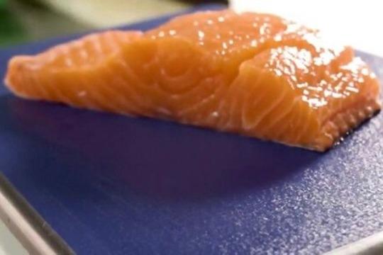 «Покупатель привык за 200-300 грамм слабосоленой красной рыбы отдавать в районе 100-150 рублей, а теперь должен был потратить больше 300»