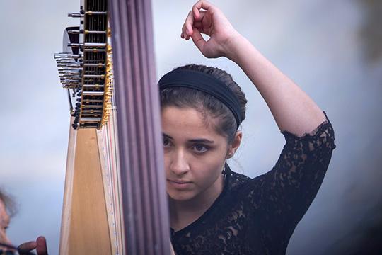 Лауреат международных конкурсовСофия Каландадзе(племянница Березовского)сыграла наарфе