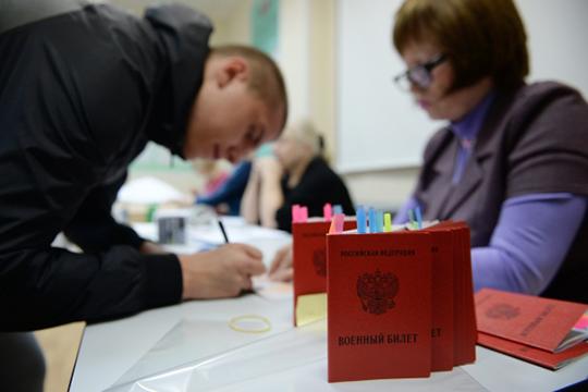 Молодой человек искал способ «купить» военный билет. И вышел на некоего 34-летнего Ильнара Равилова, который обещал помочь