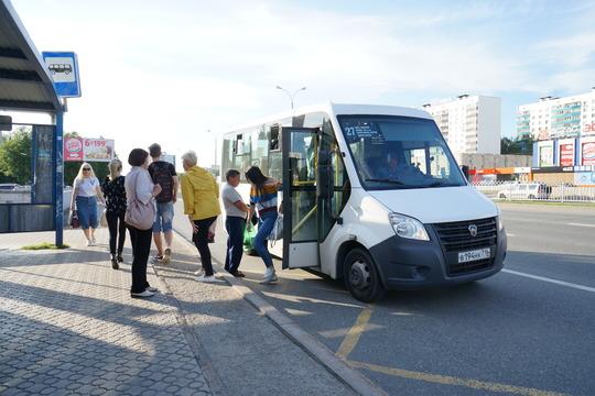 «Сегодня внашем автопарке 400 микроавтобусов. Половина изних— «Газель Next», остальные— Ford Transit, Peugeot. 50% автопарка— это новые микроавтобусы»