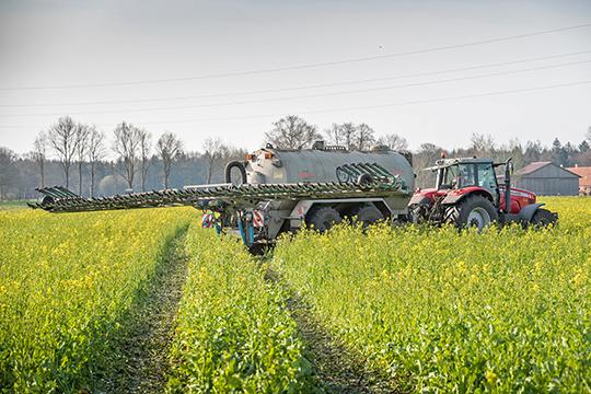 Пострадавшие фермеры указывали, что агропредприятия несоблюдают правила применения химикатов инепредупреждают обобработке полей, как это положено позакон