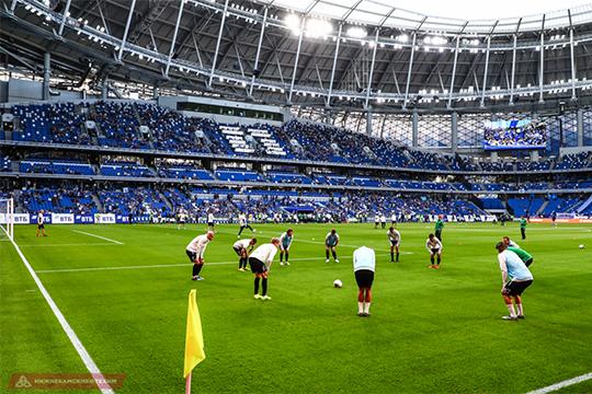 Новый футбольный стадион внутри выстроен как-то безвкусно и сумбурно, как будто проектировщики хотели сделать лабиринты, а не доступные и понятные проходы