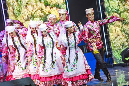 «Если досоветская татарская культура по своему определению городская, даже если ее носители жили в сельской местности, то советская культура — это культура деревни в городе с ее песнями, фольклором, языком и ментальностью»
