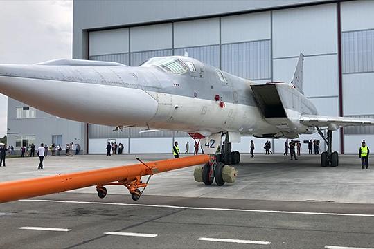 Выкатка модернизированного дальнего бомбардировщика-ракетоносца Ту-22М3М на территории Казанского авиационного завода имени С. П. Горбунова