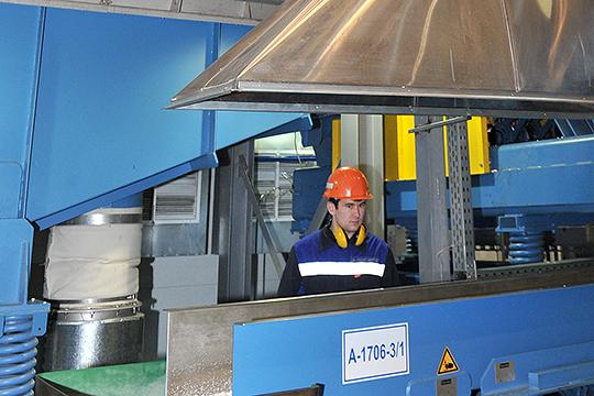 «Нижнекамскнефтехим» ежегодно продает заводам «Татнефти» 50–70тыс. тсинтетического каучука.