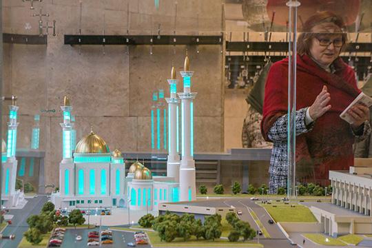 Соборная мечеть Челнов должна стать самой высокой вТатарстане. Попроекту вней предусмотрено четыре минарета: два высотой 76 метров идва—52 метра