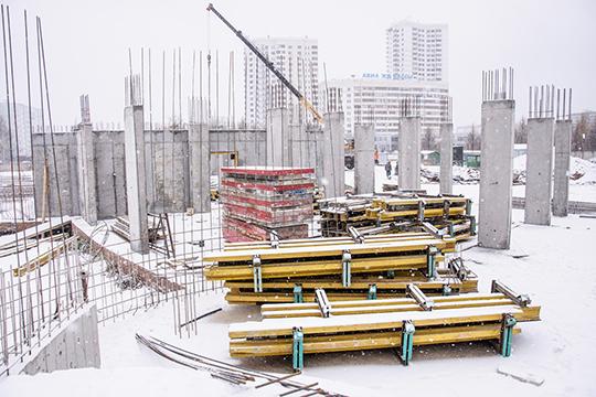 С1993 года навозведение было потрачено 50млн рублей. Совсеми сопутствующими постройкамиже сначала необходимо было 300 млн, потом— 500 млн, затем цена подросла до720млн рублей