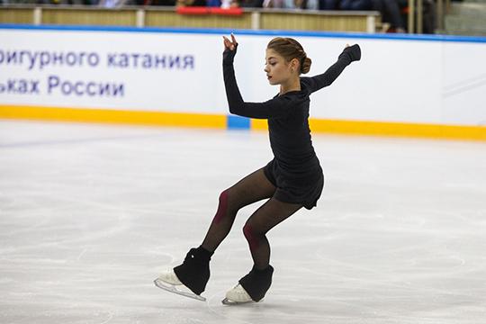 В базе оценка Косторной (на фото) превышала техническую оценку Загитовой больше чем на 10 баллов