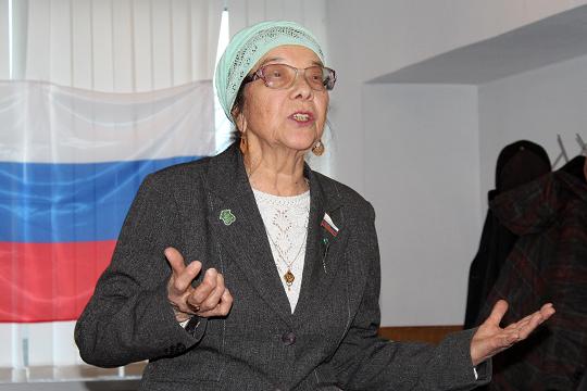 «Я училась по учебникам на татарском языке!» — отметила Фарзана Кулеева, математик с 40-летним стажем, преподававшая в КАИ, КХТИ и Татарском национальном университете, автор учебника по математике на татарском