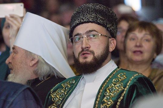 «Предки татар вовсе времена спешили участвовать втаком богоугодном деле, потому что каждый мусульманин верит: кто построит мечеть, тому Аллах построит дом вРаю»,— рассказал Камиль хазратСамигуллин