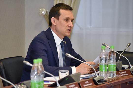 В Госсовете РТ министр цифрового развития государственного управления, информационных технологий и связи Республики Татарстан Айрат Хайруллин выступил сразу с двумя большими докладами