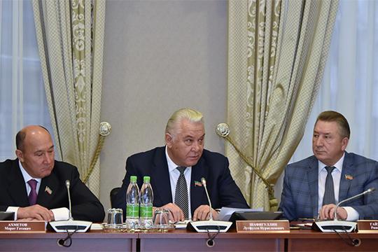 Лутфулла Шафигуллин (в центре) пожелал Минцифре быть «самым передовым министерством»