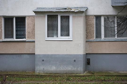 Разумеется ломать козырьки — мера не самая популярная. И жильцы первым делом стали обращаться в управление архитектуры и градостроительного развития с тем, чтобы свои самоделки узаконить