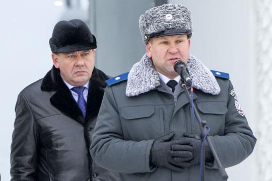 Алмаз Хисамутдинов (справа) согласован на должность руководителя управления Россельхознадзора по РТ. Можно предположить, что смену готовят на случай ухода на пенсию действующего главы ведомства Нурислама Хабипова (слева)
