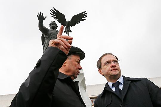 Как сообщают информированные источники, отнюдь неАнатолий Артамонов (слева) является главным инициатором всего шума вокруг Стояния наУгре. Главный лоббист— Владимир Мединский (справа)