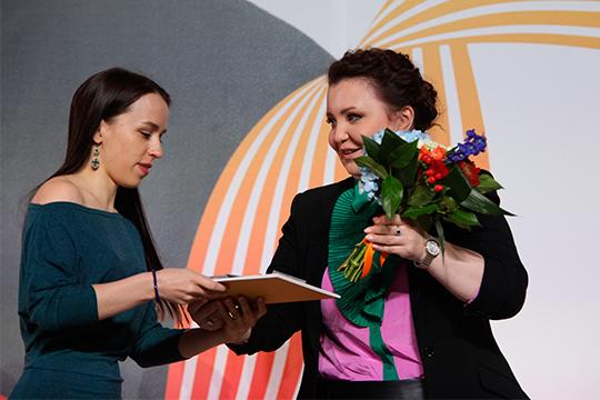 Айгуль Хисматуллина (слева) и Альбина Шагимуратова на церемонии награждения лауреатов XVI международного конкурса имени П.И. Чайковского