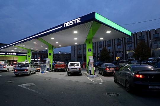 Любопытно, что ранее «Татнефть» зашла и сходу заняла мощную позицию в Ленинградской области, где «Татнефть» недавно купила сеть из терминала и 75 АЗС у финской «Neste»