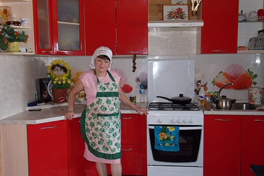 «Писательница рассказывает, что вдоме все было выполнено совкусом— они смужем очень тщательно отнеслись кремонту, сама Кадырова занималась обновлениями интерьера ипосле смерти супруга»